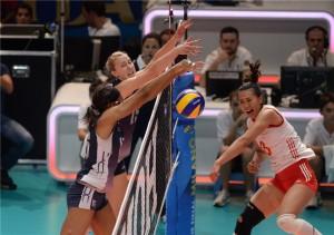 Na decisão do Mundial, americanas bateram as chinesas por 3 a 1 (Foto: Divulgação/FIVB)