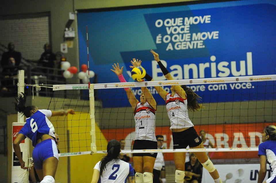 Mariana Galon e Juliana Mello no bloqueio. Foto: Divulgação/Sogipa