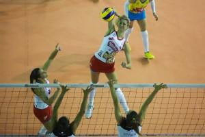 Thaisa conduziu o Molico a mais uma semi de Superliga (Foto: Luiz Pires/Fotojump)