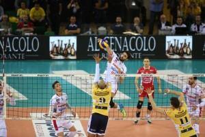 Mesmo com um ginásio lotado torcendo pelo Modena, Trentino conseguiu a vitória (Foto: Divulgação/Trentino)