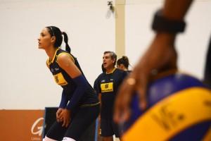 Jaqueline é uma das jogadoras de confiança de Zé Roberto (Foto: Divulgação/CBV)